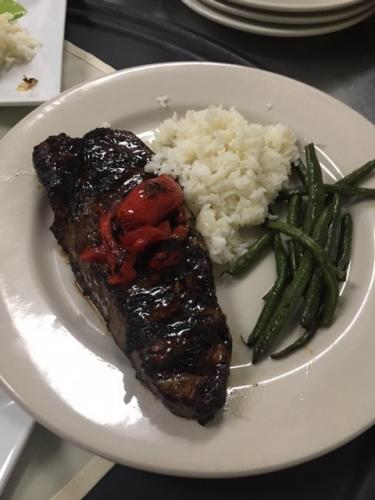 soy glazed steak with jasmine rice bell peppers and sriracha green beans